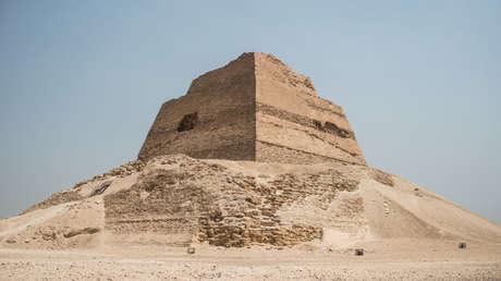 La pirámide de Meidum, en la Gobernación de Beni Suef, a unos 100 kilómetros al sur de El Cairo (Egipto).