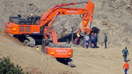 Rescatadores en el área donde Julen cayó en el pozo en Totalán, Málaga. España, 24 de enero de 2019.