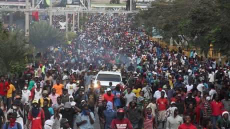 Manifestantes participan en una protesta antigubernamental en Puerto Príncipe, Haití, 12 de febrero de 2019.