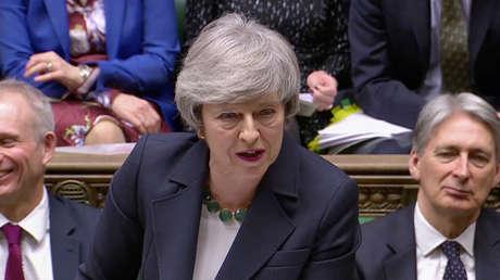 La primera ministra británica, Theresa May, habla en el Parlamento, Londres, el 13 de febrero de 2019.