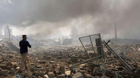 Ruinas de un edificio tras un incendio en un almacén de armas, Bagdad, Irak, septiembre de 2016.