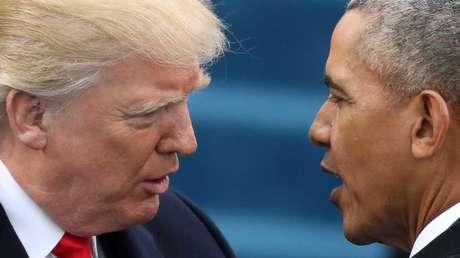 El presidente de Estados Unidos, Barack Obama, saluda al presidente electo Donald Trump en la toma de mando en el Capitolio de Estados Unidos, Washington, 20 de enero de 2017.