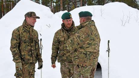 El príncipe Enrique de Inglaterra durante su visita a las tropas británicas en la base militar noruega de Bardufoss por el 50 aniversario del tradicional ejercicio de invierno Exercise Clockwork, el 14 de febrero de 2014.