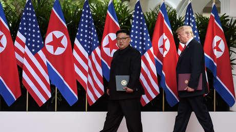 El presidente de EE.UU., Donald Trump, y el líder norcoreano, Kim Jong-un, durante su cumbre en el hotel Capella de la isla Sentosa, en Singapur, el 12 de junio de 2018.