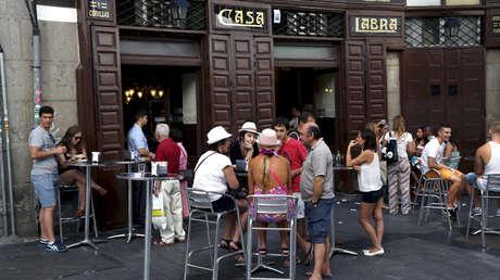 Imagen de la terraza de un restaurante en el centro de Madrid, España, 30 de Julio de 2015.