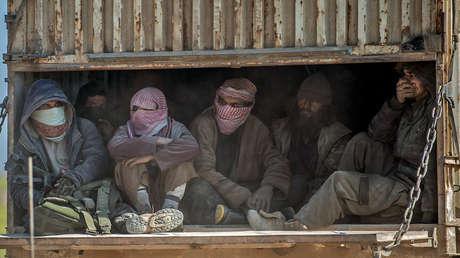 Combatientes del Estados Islámico capturados por las Fuerzas Democráticas Sirias. Deir ez-Zor, Siria, 20 de febrero de 2019.