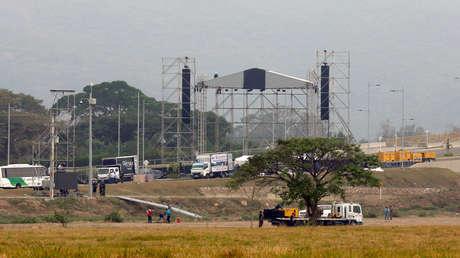 Trabajos en el escenario del concierto 'Venezuela Aid Live', en el puente fronterizo de Tienditas, entre Colombia y Venezuela, Cúcuta, 20 de febrero de 2019.