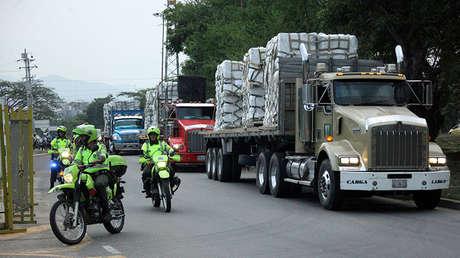 """Policía escolta la """"ayuda humanitaria"""" que llega a Cúcuta, Colombia, 16 de febrero de 2019."""