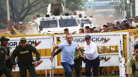 Momento en el que militares conducían por el puente Simón Bolívar, frontera colombo-venezolana.