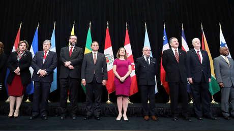 Los ministros posan para una foto familiar durante una reunión del Grupo Lima en Canadá, el 4 de febrero de 2019.