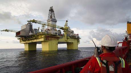 Una plataforma petrolífera en el mar de la China Meridional