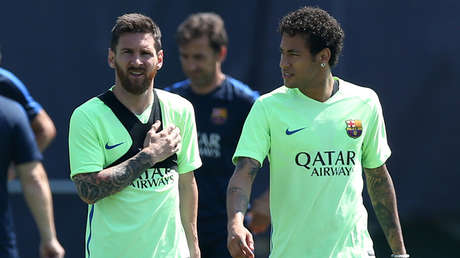 Lionel Messi y su excompañero en el F.C. Barcelona Neymar Jr. Barcelona, España, 26 de junio de 2017.