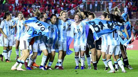 Las jugadoras de Argentina celebran su clasificación a la Copa del Mundo en Panamá, 13 de noviembre de 2018.