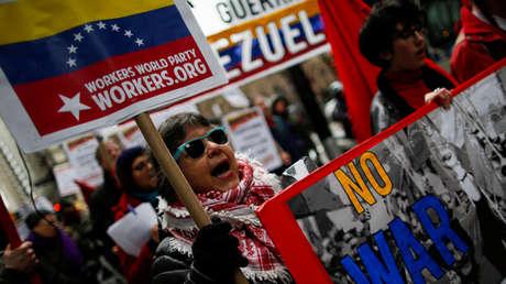 Protesta contra la política exterior de EE.UU. en torno a Venezuela en la ciudad de Nueva York, el 23 de febrero de 2019.