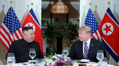 El líder norcoreano Kim Jong-un y el presidente de EE.UU. Donald Trump en Hanói, Vietnam, el 27 de febrero de 2019