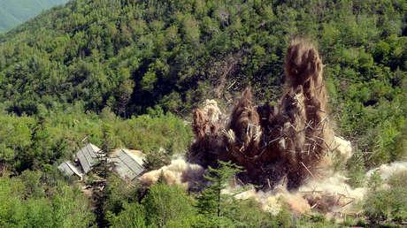 Desmantelamiento del centro de pruebas nucleares de Pionyang de acuerdo con la decisión de la 3.ª Reunión Plenaria de la 7.ª Conferencia General del Partido del Trabajo de Corea del Norte.