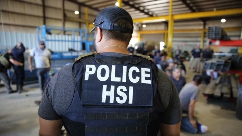 Agentes de EE.UU. encuentran a 67 migrantes encerrados en una caseta de madera
