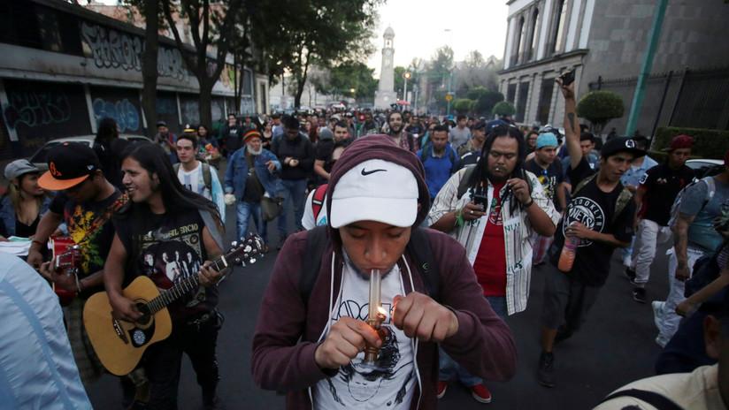 Una colorida protesta calienta el debate para legalizar el consumo de marihuana en México