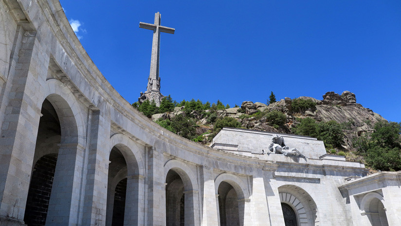 El Gobierno español suspende la subvención a la orden religiosa que se niega a facilitar la exhumación de Franco