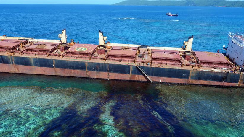 FOTOS: Buque de carga encallado está contaminando un área declarada Patrimonio de la Humanidad