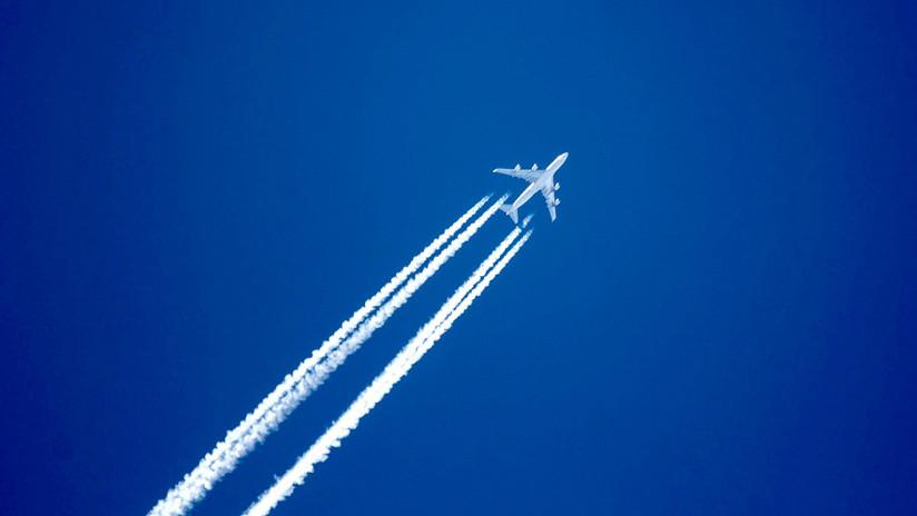 VIDEO: Un pasajero graba como casi chocan con otro avión a 35.000 pies de altura