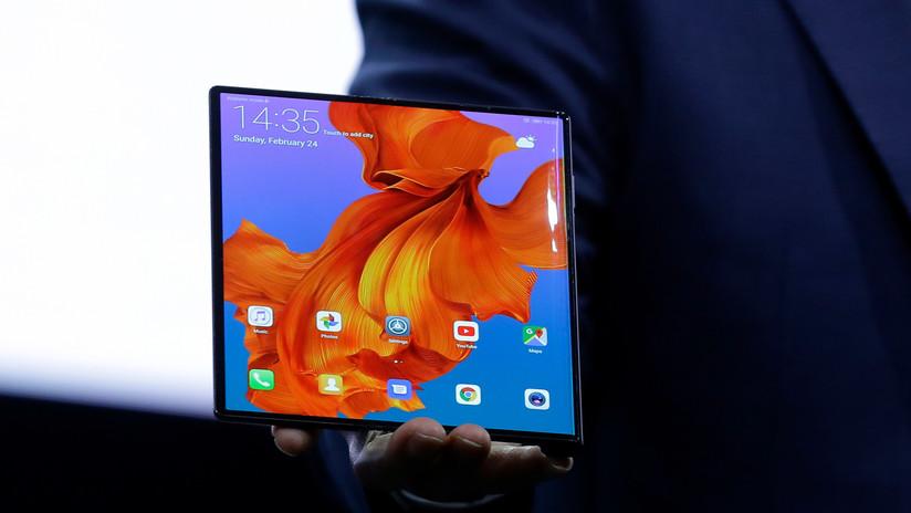 """VIDEO, FOTOS: Este es el """"revolucionario"""" teléfono inteligente plegable de Huawei con tres modos de uso"""