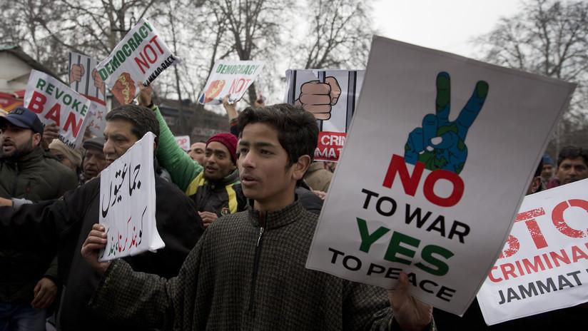 Intercambio de fuego de artillería entre la India y Pakistán deja varias víctimas entre civiles y militares
