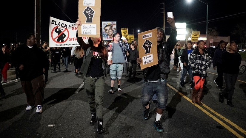 EE.UU.: Policías que dispararon fatalmente a un afroamericano desarmado en la espalda no enfrentarán cargos