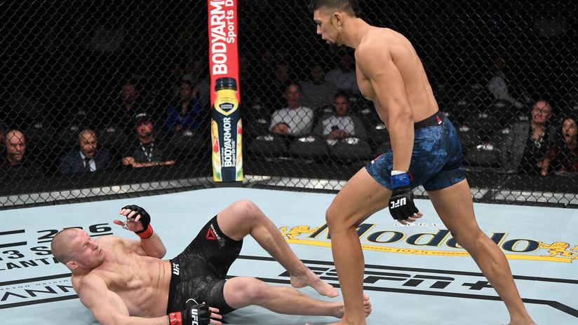 VIDEO, FOTO: El insólito momento en que un luchador se lesiona tras su victoria en el octágono