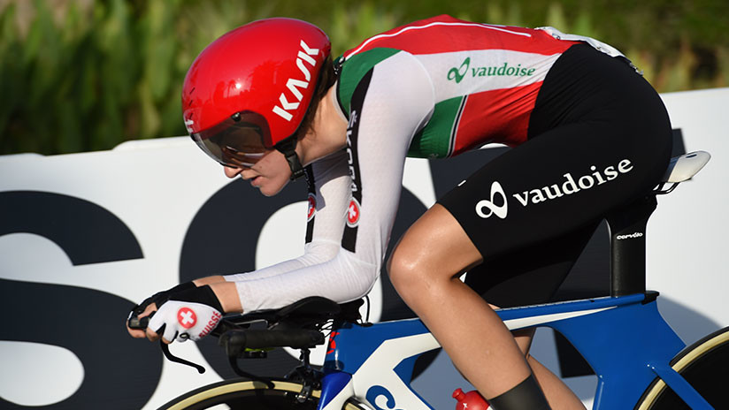 Detienen una carrera ciclista femenina porque estaba a punto de alcanzar a la de los hombres
