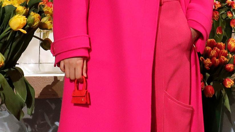 """No le cabrá la tarjeta de crédito, pero sí """"toda su paciencia"""": Este 'microbolso' de la Semana de la Moda en París sacude las redes"""