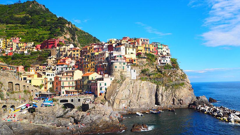 Anuncian multas para turistas que usen chanclas en los senderos de un parque natural en Italia
