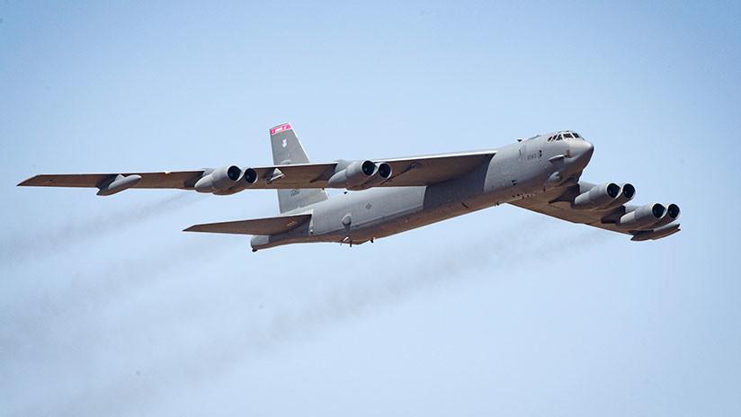 Un bombardero de EE.UU. vuela cerca de las islas en disputa en el mar de la China Meridional