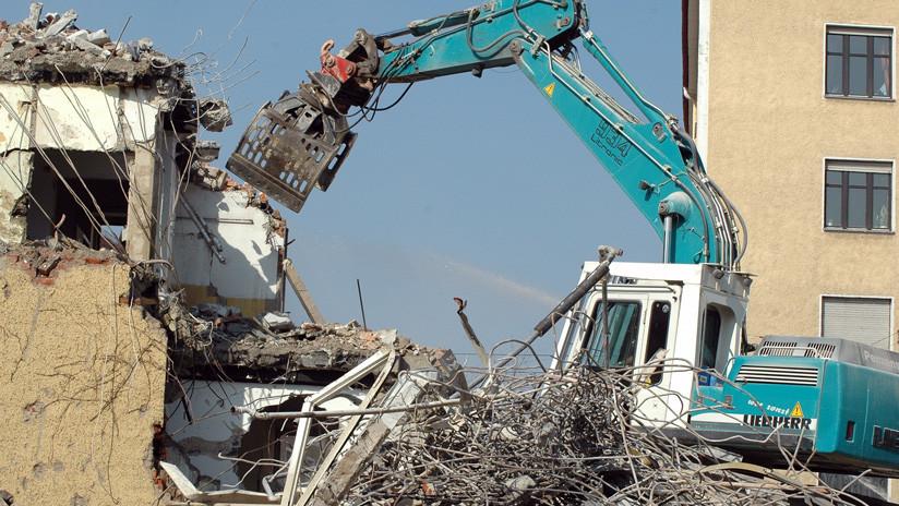 VIDEO: Obrero se graba con una Go Pro demoliendo casas en venganza por no cobrar