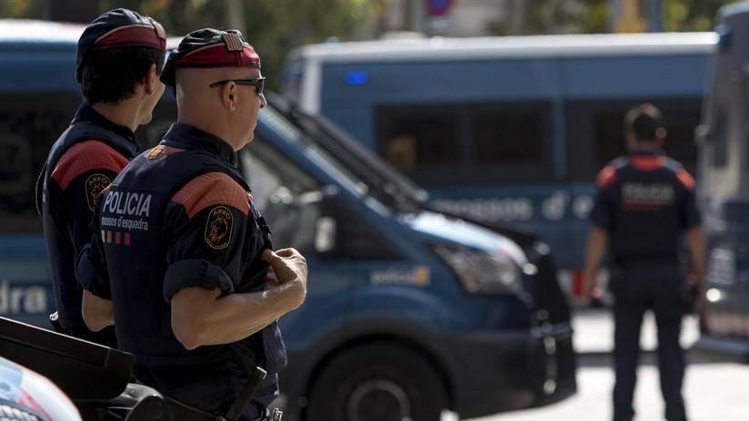 Detenido en Barcelona un hombre que atacó con cuchillos a agentes de la Policía