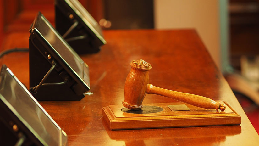 Castigan a un juez en EE.UU. por delirar ante el jurado, afirmando que Dios le dijo que la acusada era inocente