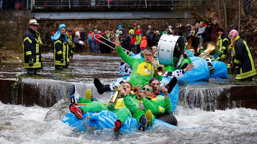 Carrera corriente abajo: El carnavalesco desfile de botes temáticos en Alemania