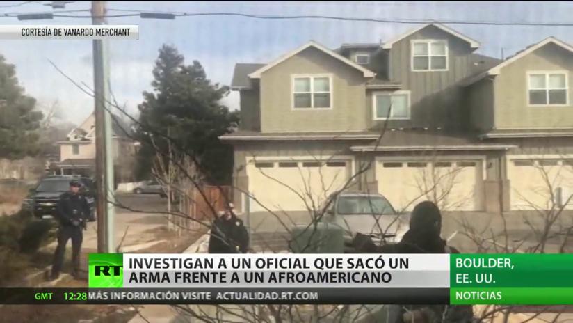 EE.UU: Investigan a un policía por sacar un arma ante un afroamericano que recogía basura fuera de su casa