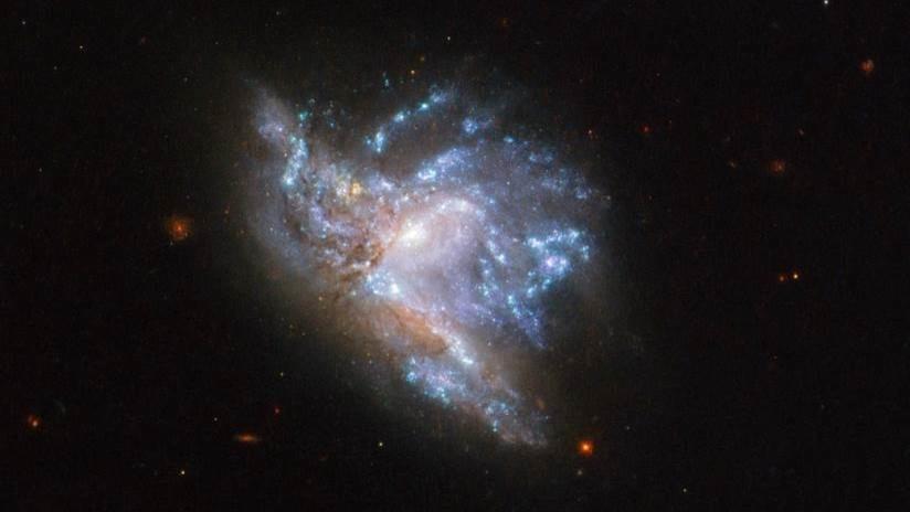 """FOTO: El Hubble capta la """"deslumbrante"""" colisión de dos galaxias"""