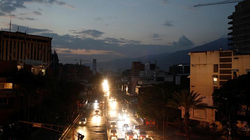 """Venezuela post-apagón: Cómo la falla eléctrica hizo que """"la realidad del interior"""" llegara a Caracas"""