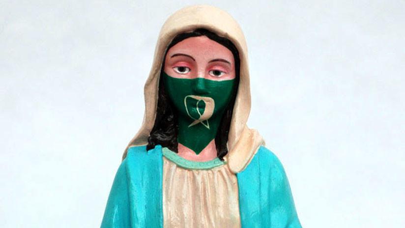 Una virgen con el pañuelo verde del aborto legal genera polémica en una muestra de arte en Argentina