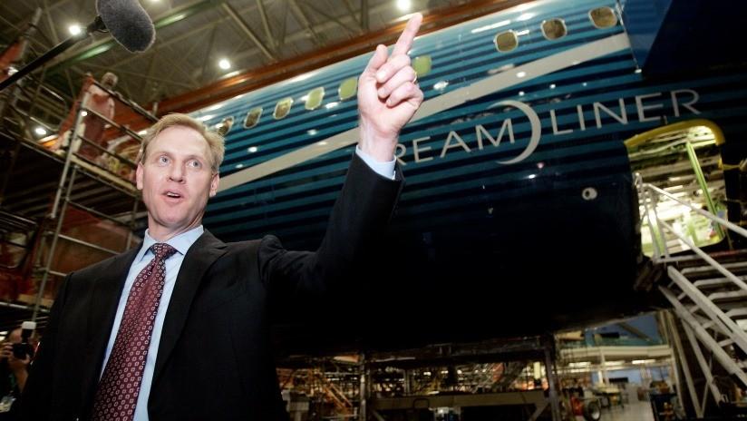 Piden investigar al jefe interino del Pentágono por promocionar los aviones de Boeing