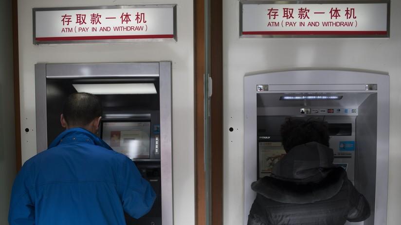 VIDEO: Un ladrón se compadece de su víctima y le devuelve el dinero al ver el saldo de su cuenta