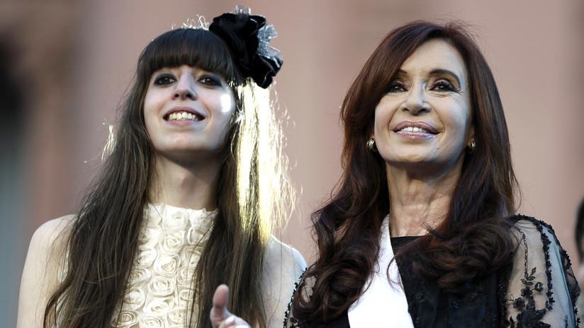 """""""Que se metan conmigo, pero no con ella"""": Cristina Kirchner pide que cesen los ataques contra su hija, que está en Cuba por una enfermedad"""