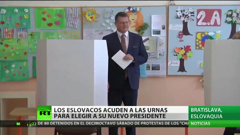 Los eslovacos acuden a las urnas para elegir a su nuevo presidente