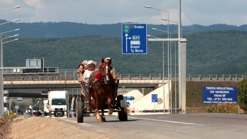 FOTOS: Construyen e inauguran una autopista de un solo metro en Rumania