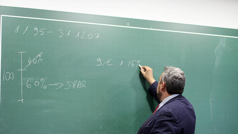 Las 'ecuaciones de amor' de un profesor de matemáticas recorrieron el mundo pero le hicieron perder su empleo