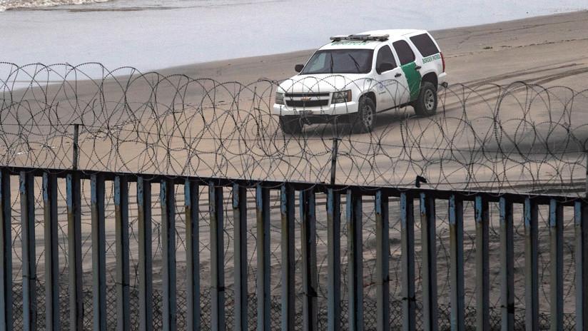 Roban el alambre de púas que EE.UU. colocó en la frontera con México y lo venden en Tijuana