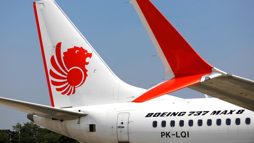 Los pilotos del Boeing 737 MAX 8 de Lion Air revisaron desesperadamente el manual de vuelo mientras el avión caía