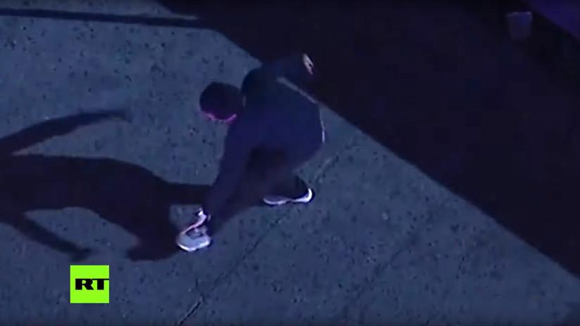 VIDEO: Un hombre baila 'break dance' antes de su arresto en Los Ángeles